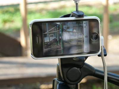 iPhone 3GSを三脚で固定